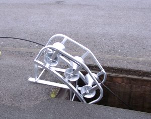 Manhole Lead Roller